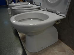 JIKA - WC mísa Lyra Plus se svislým odpadem, samostatně stojící klozet spodní vývod  H 8213870000001 (H8213870000001)
